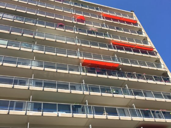 tente solaire sur un immeuble