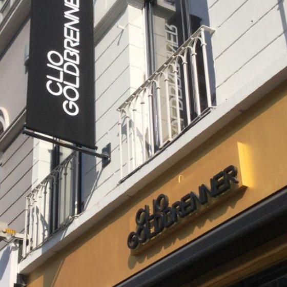 bannière sur la façade de cliogoldbrenner