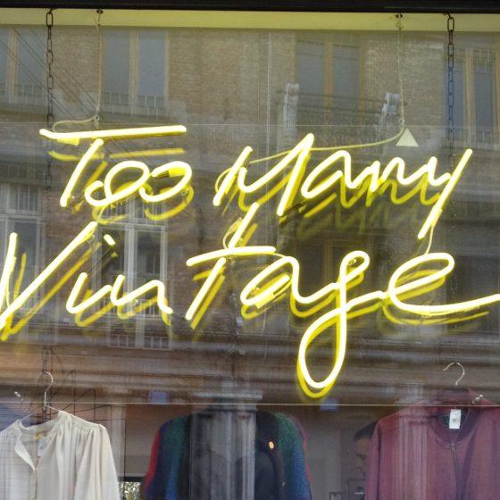 néon sur mesure Too many vintage